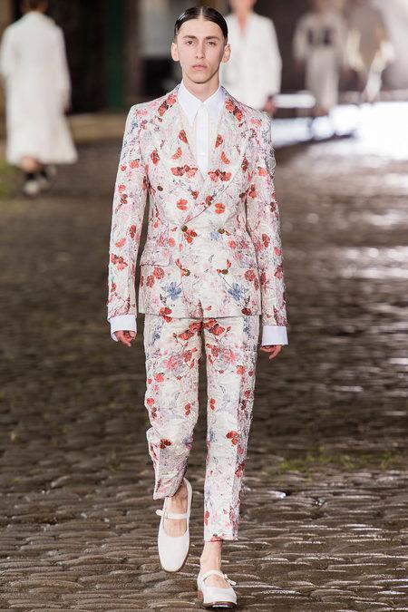Alexander McQueen Menswear S/S 2014 (Photo: Yannis Vlamos / InDigital   GoRunway)