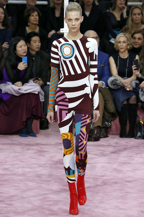 hbz-david-bowie-inspired-runway-dior-couture-spring-2015-getty